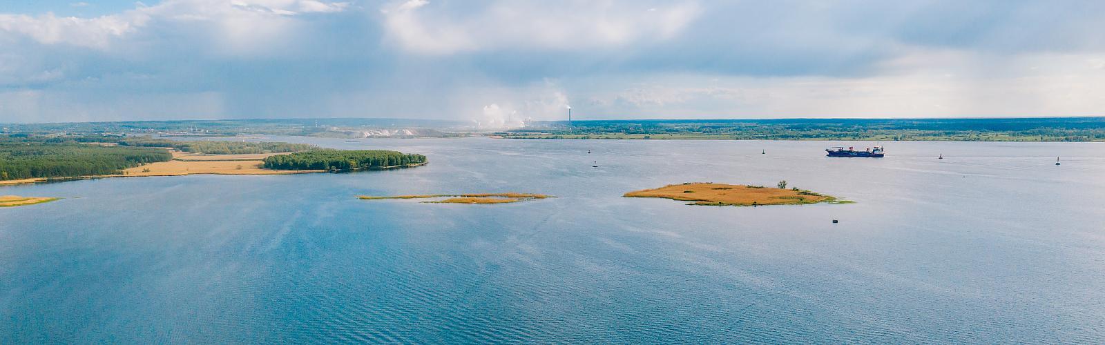 Zalew Szczeciński, tor wodny w pobliżu Stepnicy.