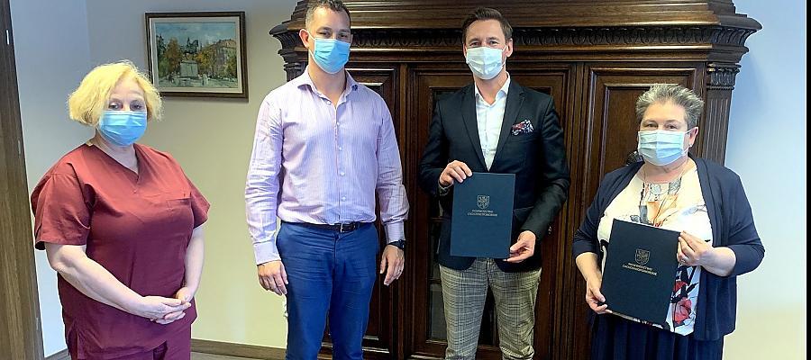 Podpisanie umowy miało miejsce w środę, 31 marca 2021 roku w Szpitalu Wojewódzkim w Szczecinie przy ul. Arkońskiej.